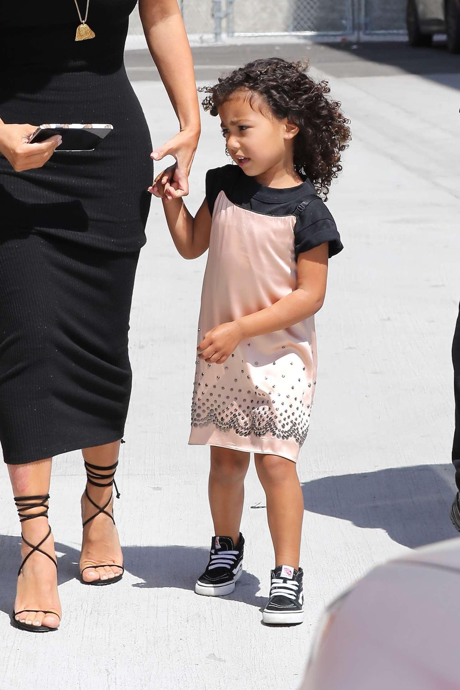 Kim Kardashian Arriving at baby shower 19 GotCeleb