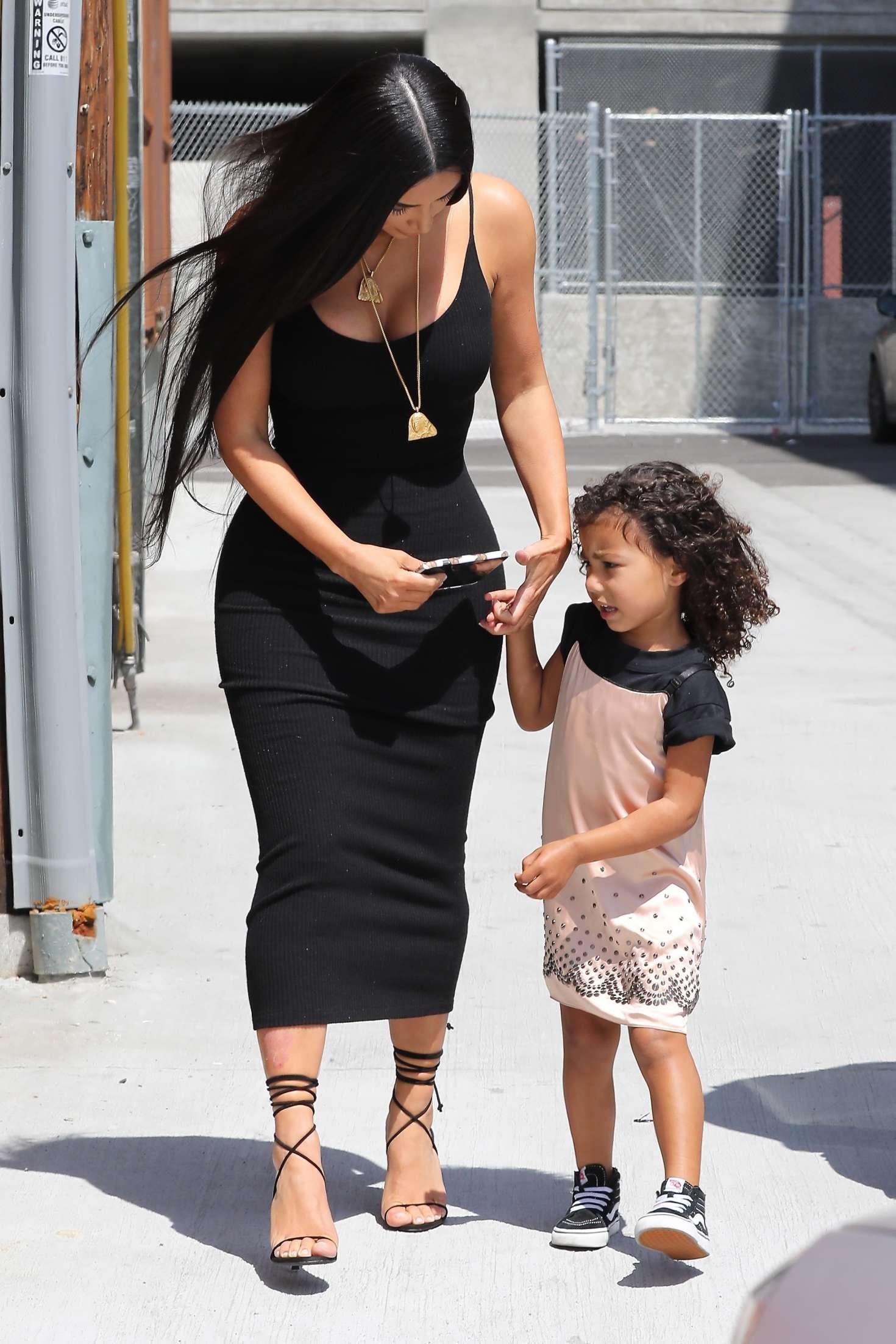 Kim Kardashian Arriving at baby shower 29 GotCeleb
