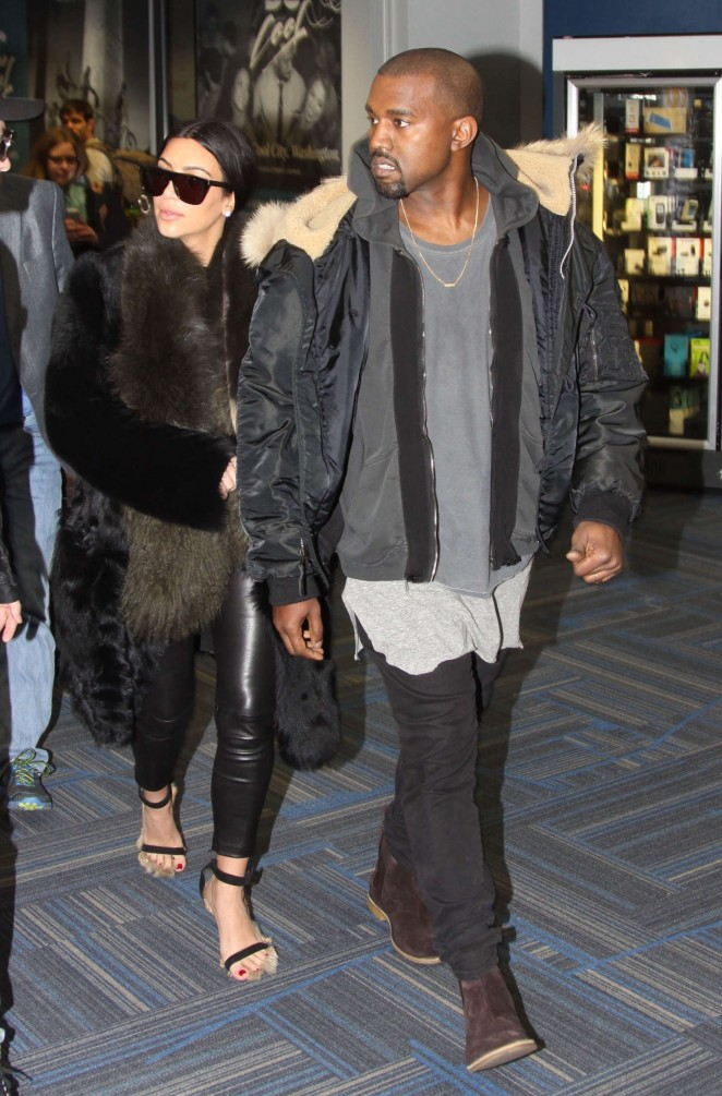 Kim Kardashian at Washington Dulles International Airport -02