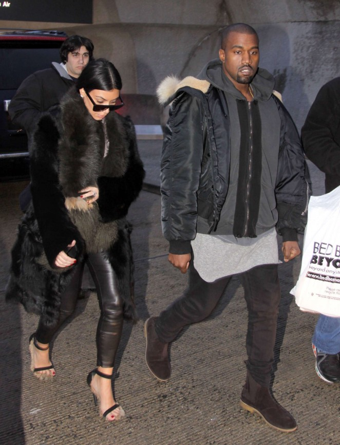 Kim Kardashian at Washington Dulles International Airport -16