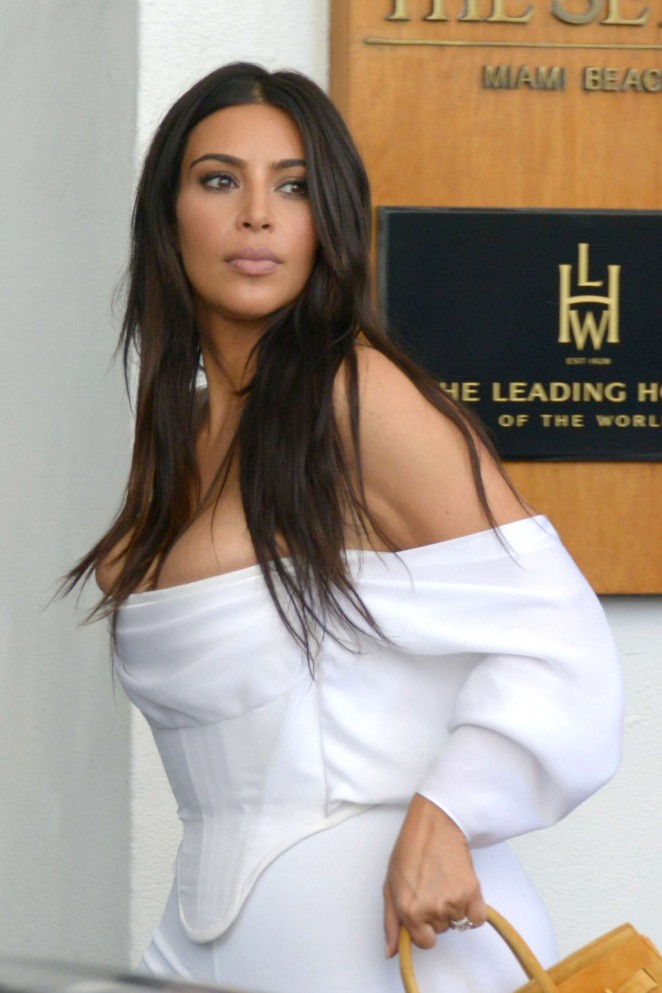 Kim Kardashian Arriving To Her Hotel The Setai In Miami
