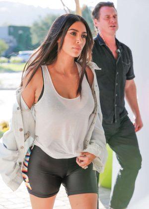 Kim Kardashian Arriving to Thousand Oaks Studio