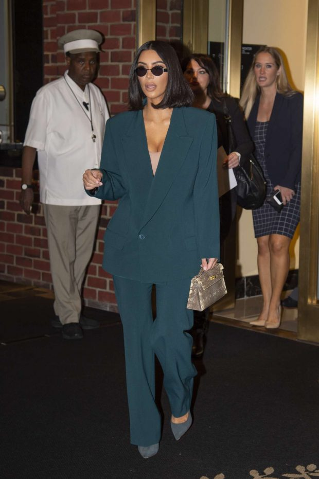 Kim Kardashian at White House-05