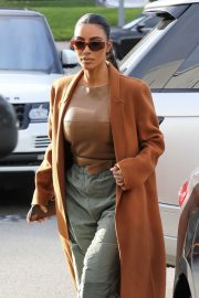 Kim Kardashian - Christmas Shopping in Woodland Hills