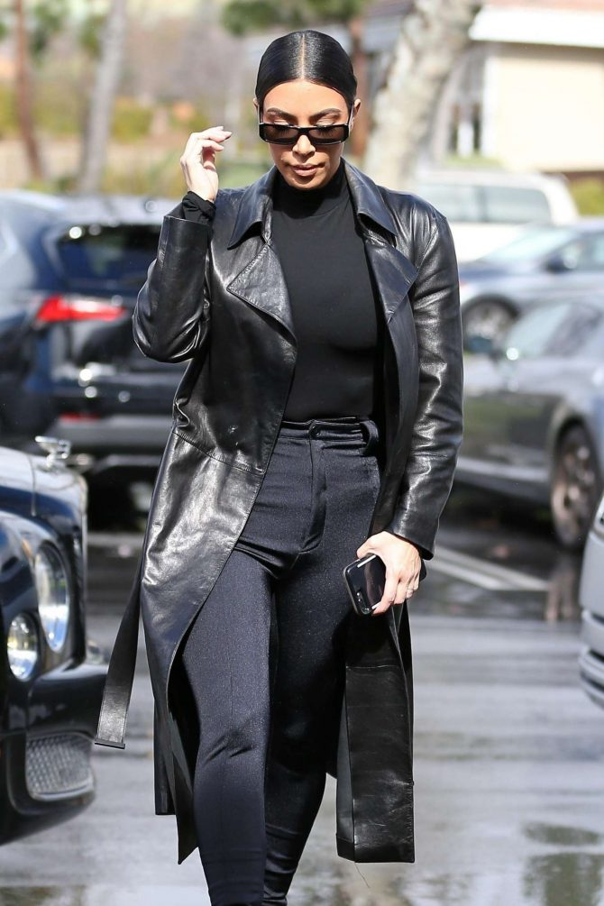 Kim Kardashian – Grabbing lunch in Los Angeles