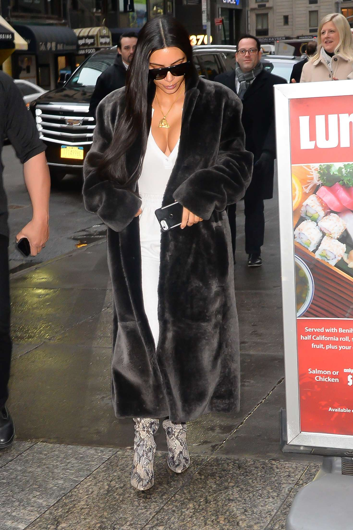 9b17e9b33235 Kim Kardashian in Black Fur Coat -20 – GotCeleb