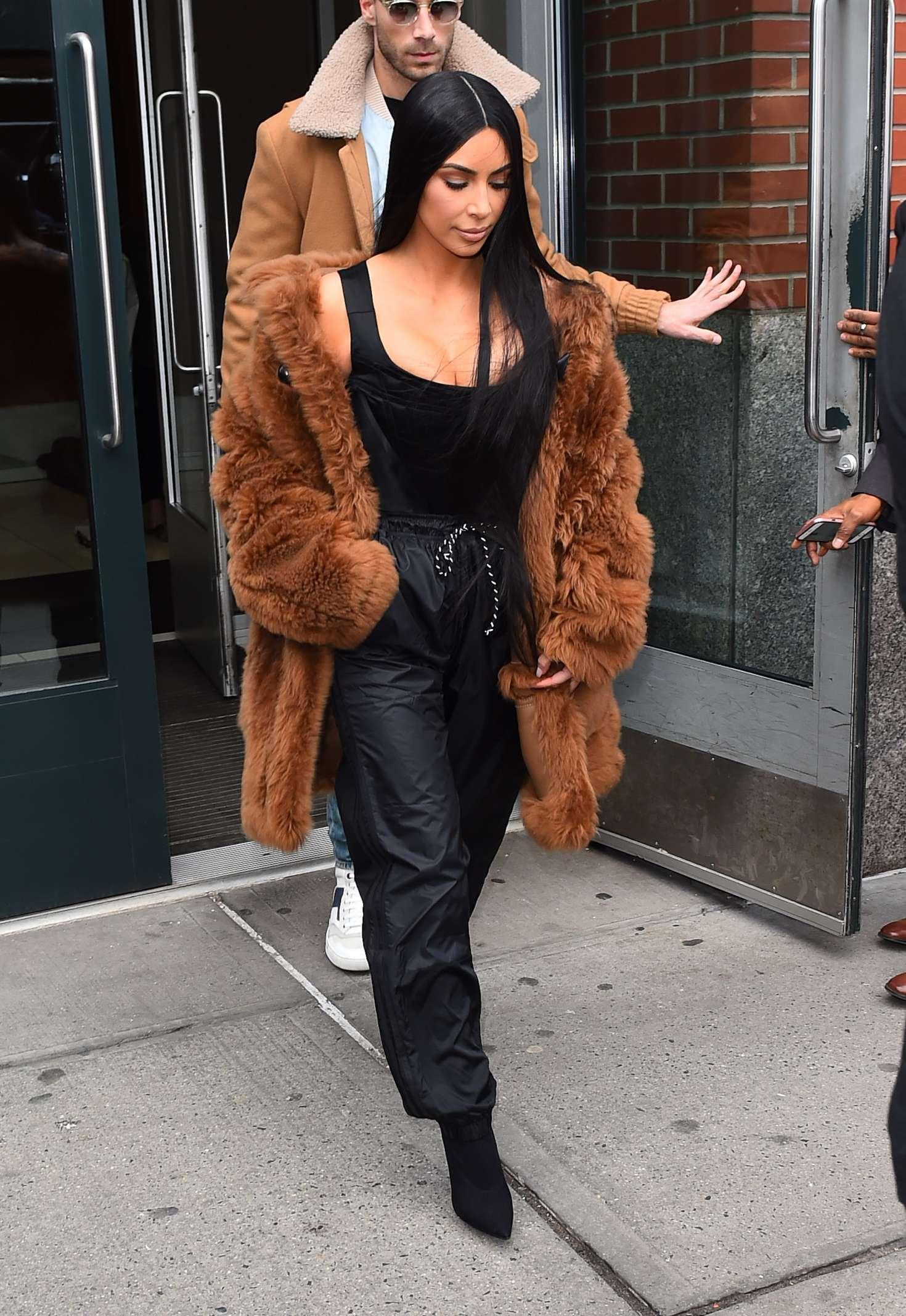 Kim Kardashian 2017 : Kim Kardashian in Brown Fur Coat -11