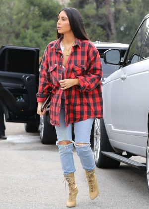 Kim Kardashian in Ripped Jeans at Hugo's Eatery in Aguora Hills