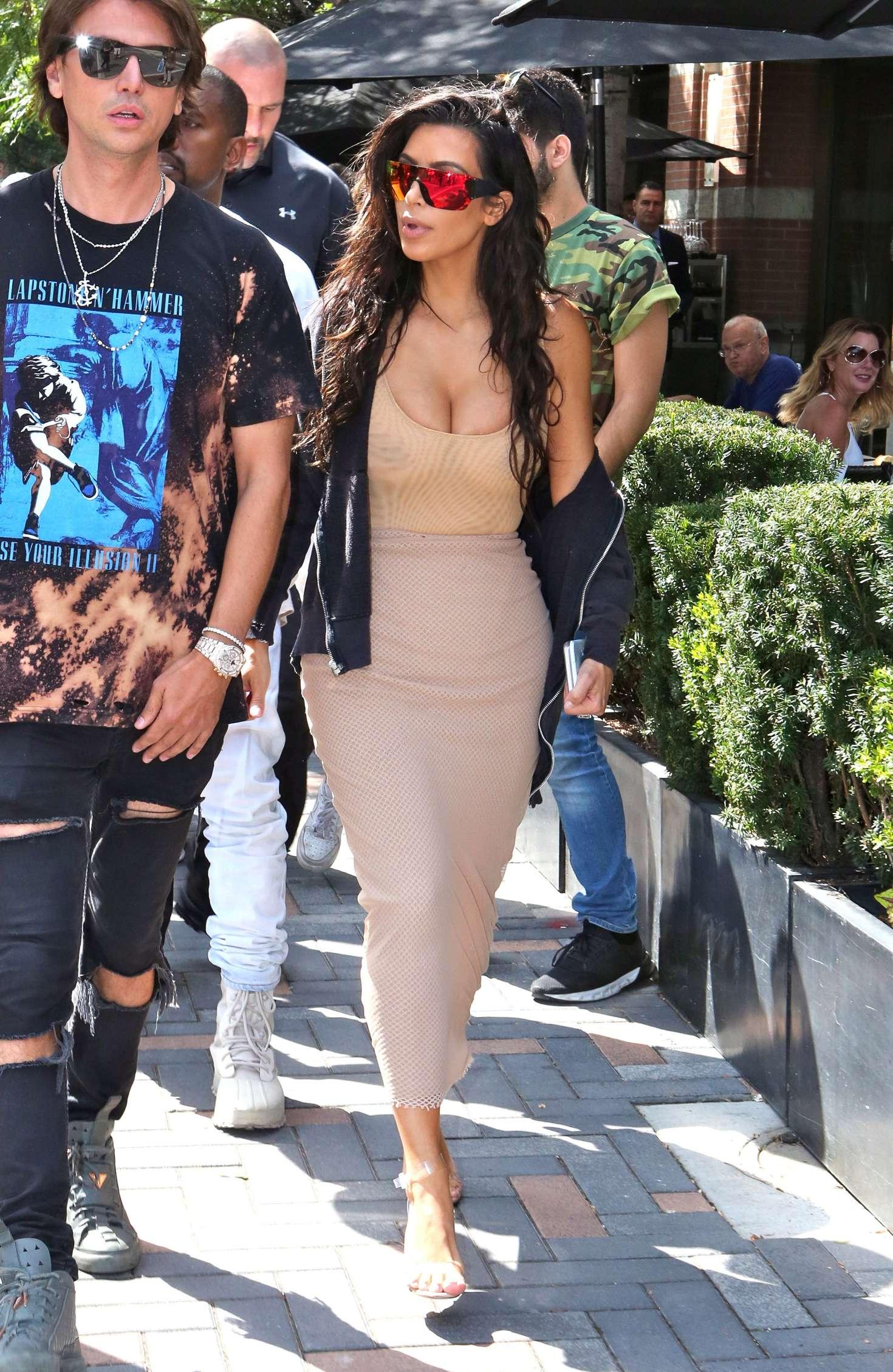 Kim Kardashian 2016 : Kim Kardashian in Tight Dress -08