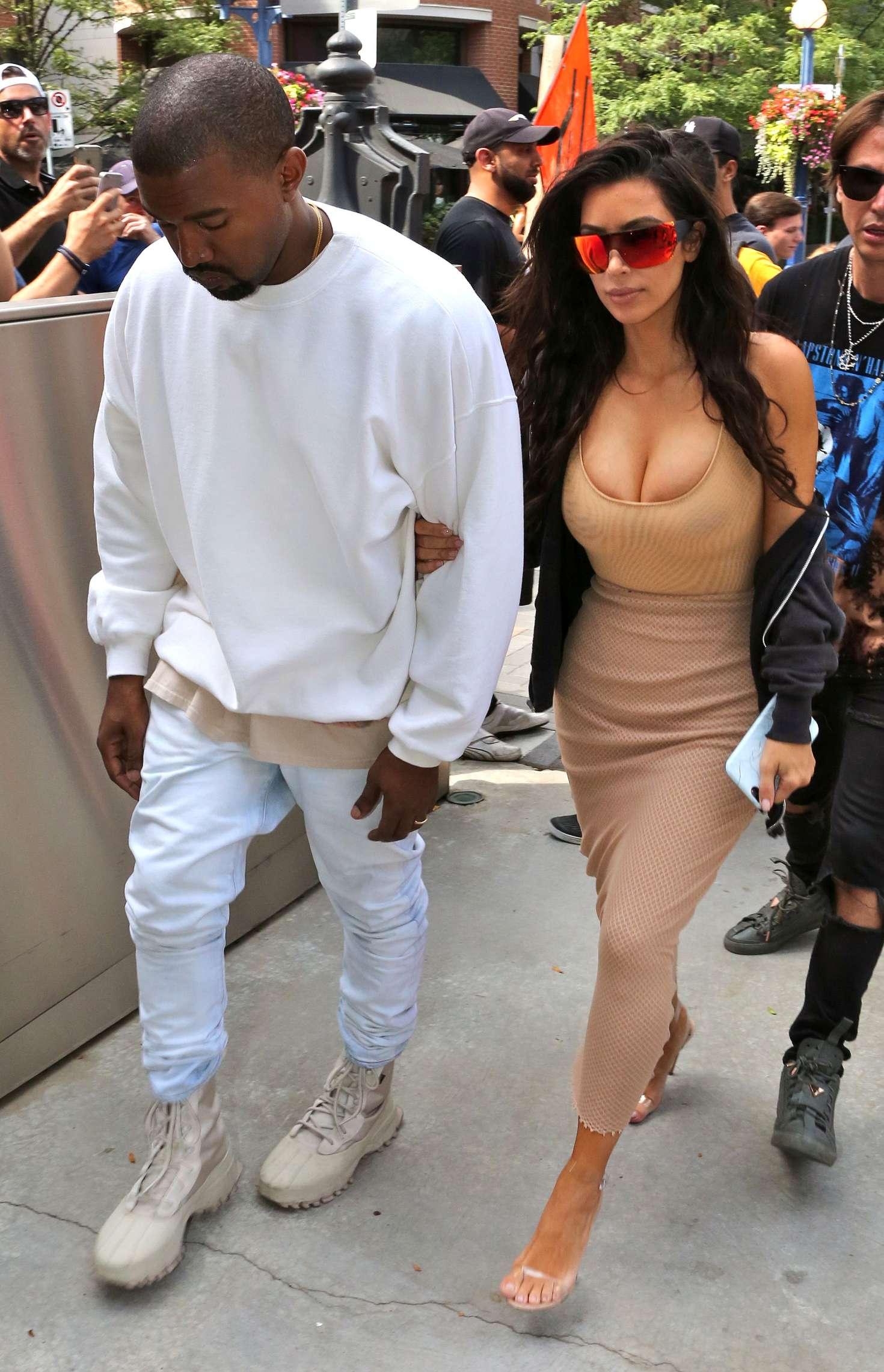 Kim Kardashian 2016 : Kim Kardashian in Tight Dress -09