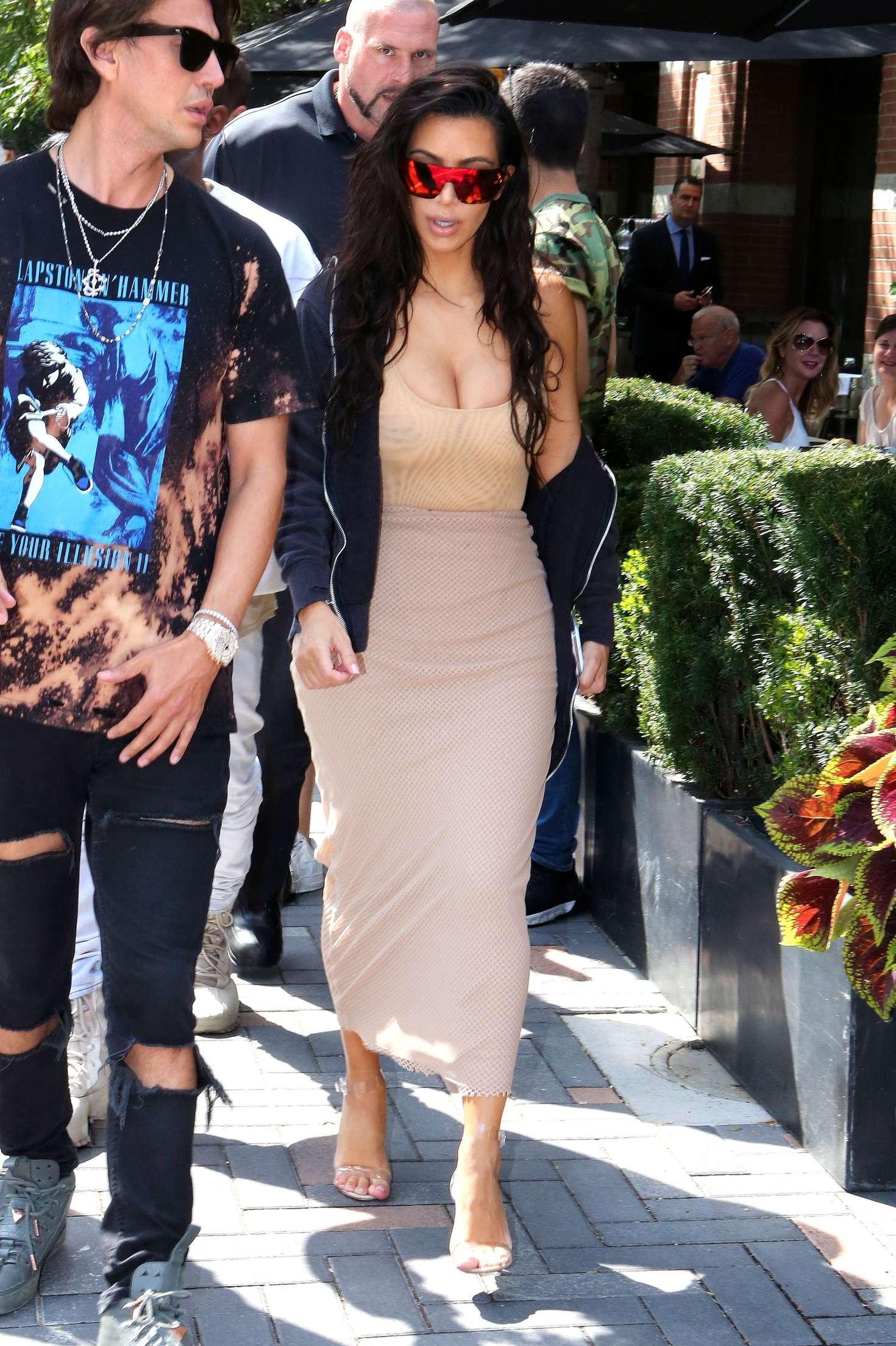 Kim Kardashian 2016 : Kim Kardashian in Tight Dress -10