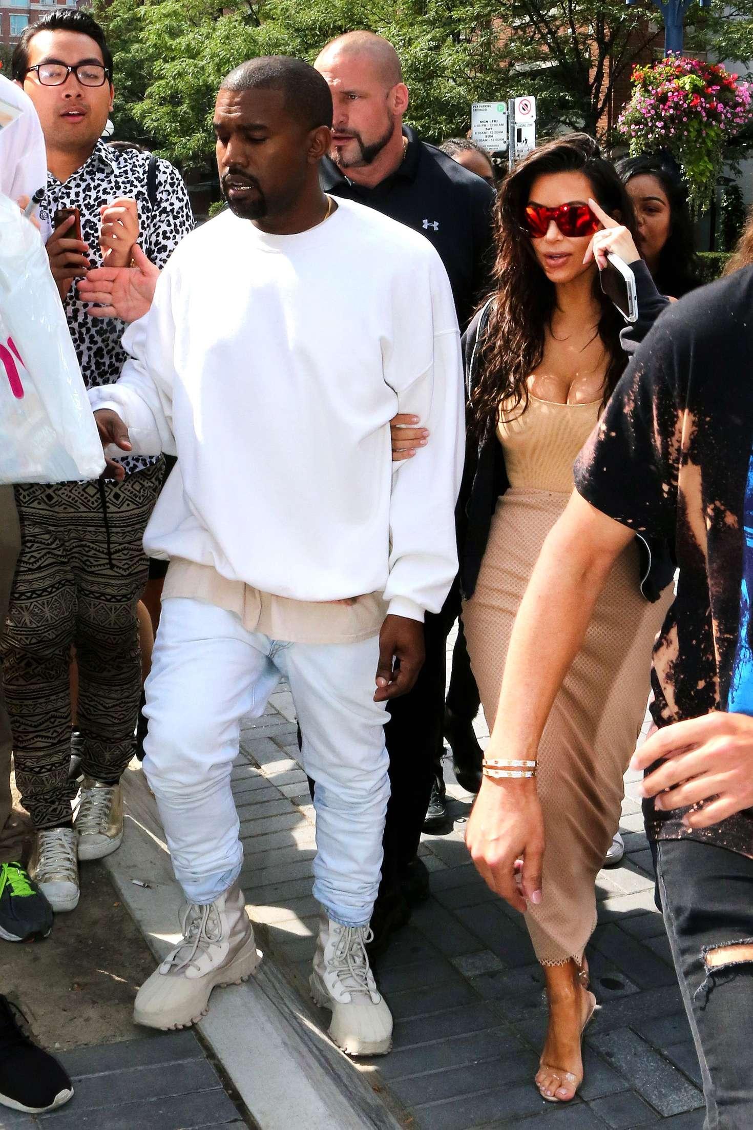 Kim Kardashian 2016 : Kim Kardashian in Tight Dress -13