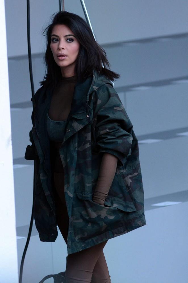 Kim Kardashian Kanye West 2015 Fashion Show 27 Gotceleb