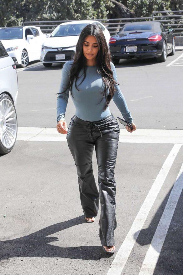 Kim Kardashian - Leaves Italian restaurants in Calabasas