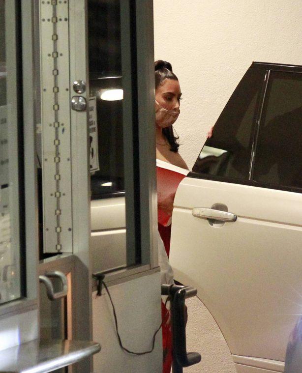 Kim Kardashian - Leaving an office building in Los Angeles