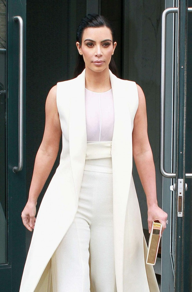 Kim Kardashian – Leaving her apartment in New York