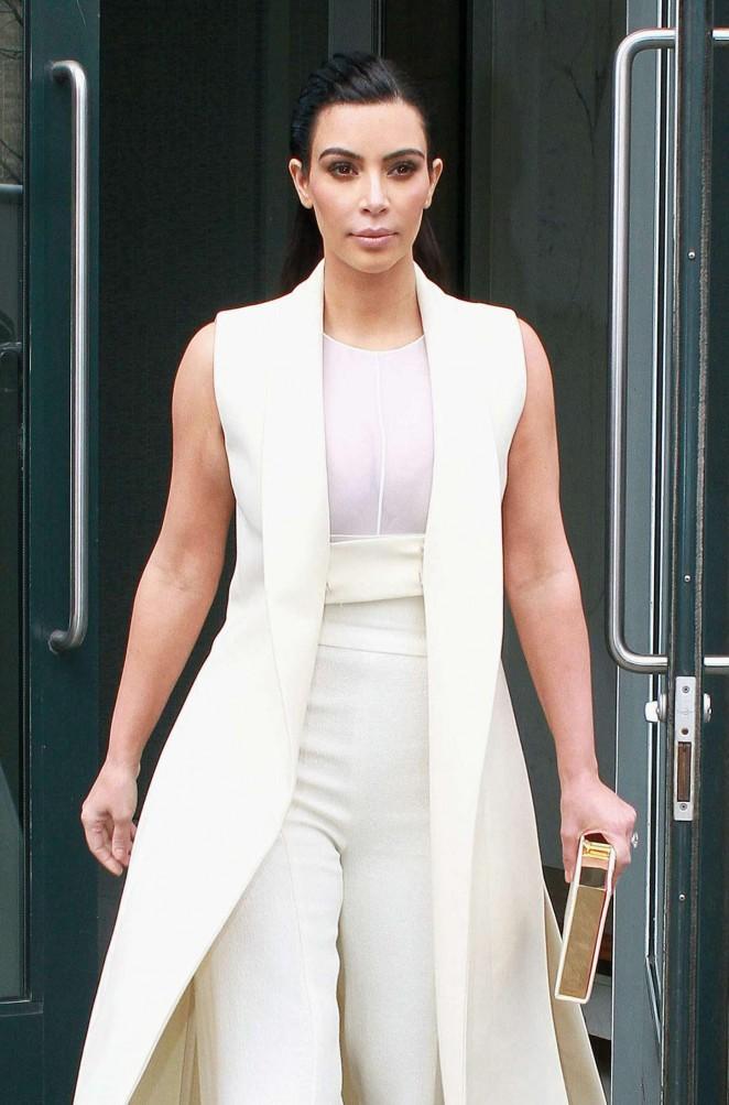 Kim Kardashian – Leaving her apartment in New York