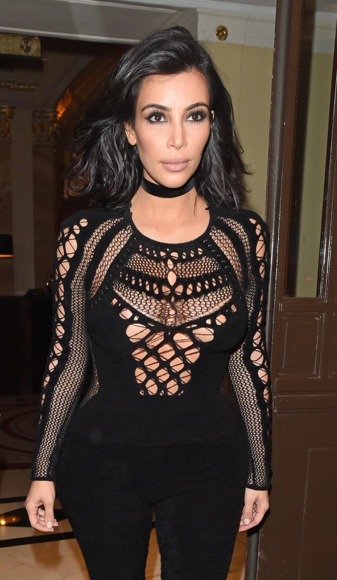 Kim Kardashian – Leaving her hotel in London