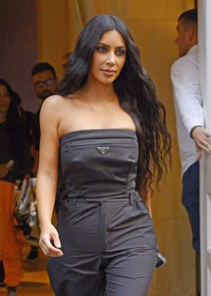 Kim Kardashian - Leaving her hotel in New York City