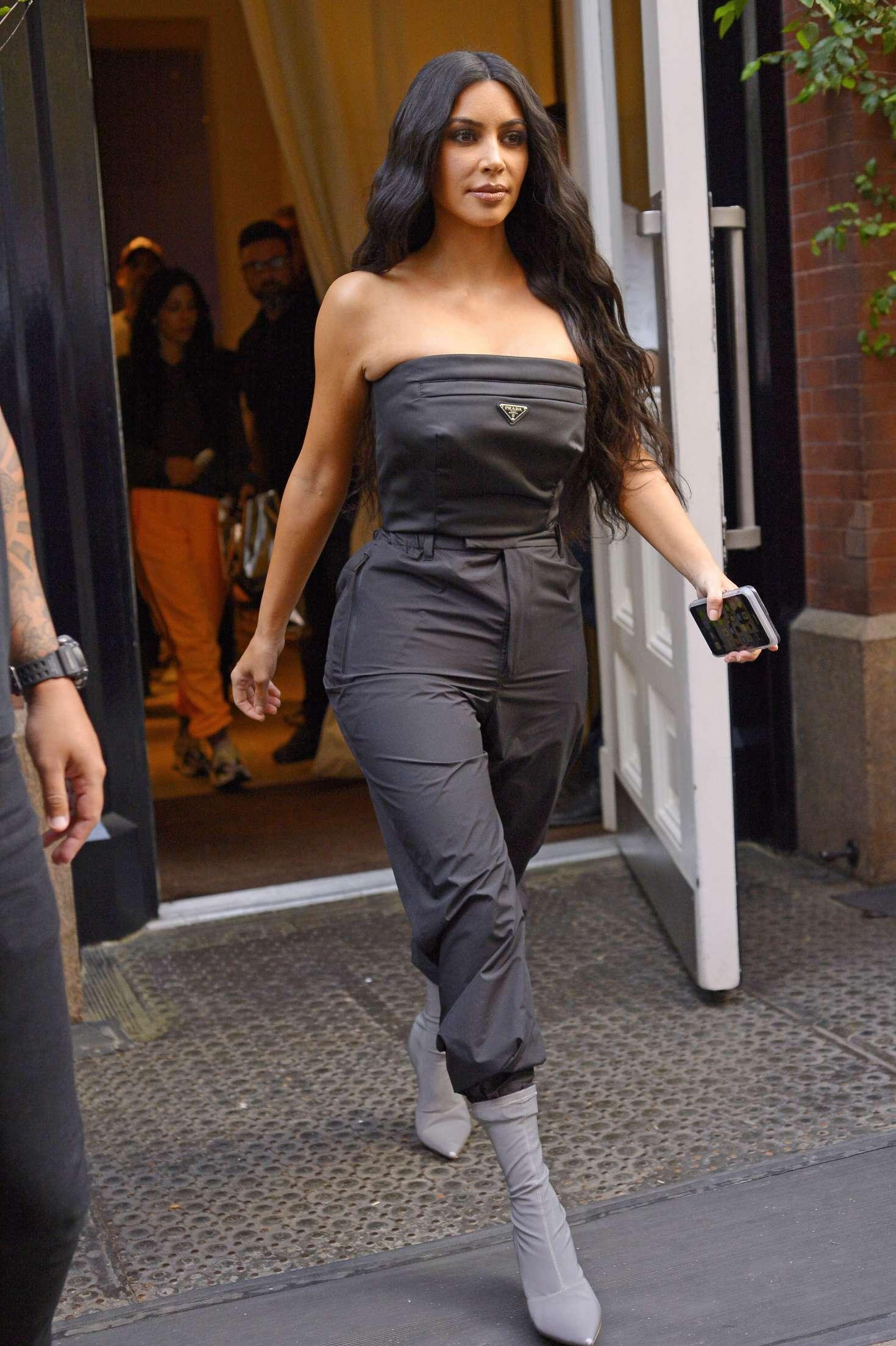 Kim Kardashian 2018 : Kim Kardashian: Leaving her hotel in New York City -03