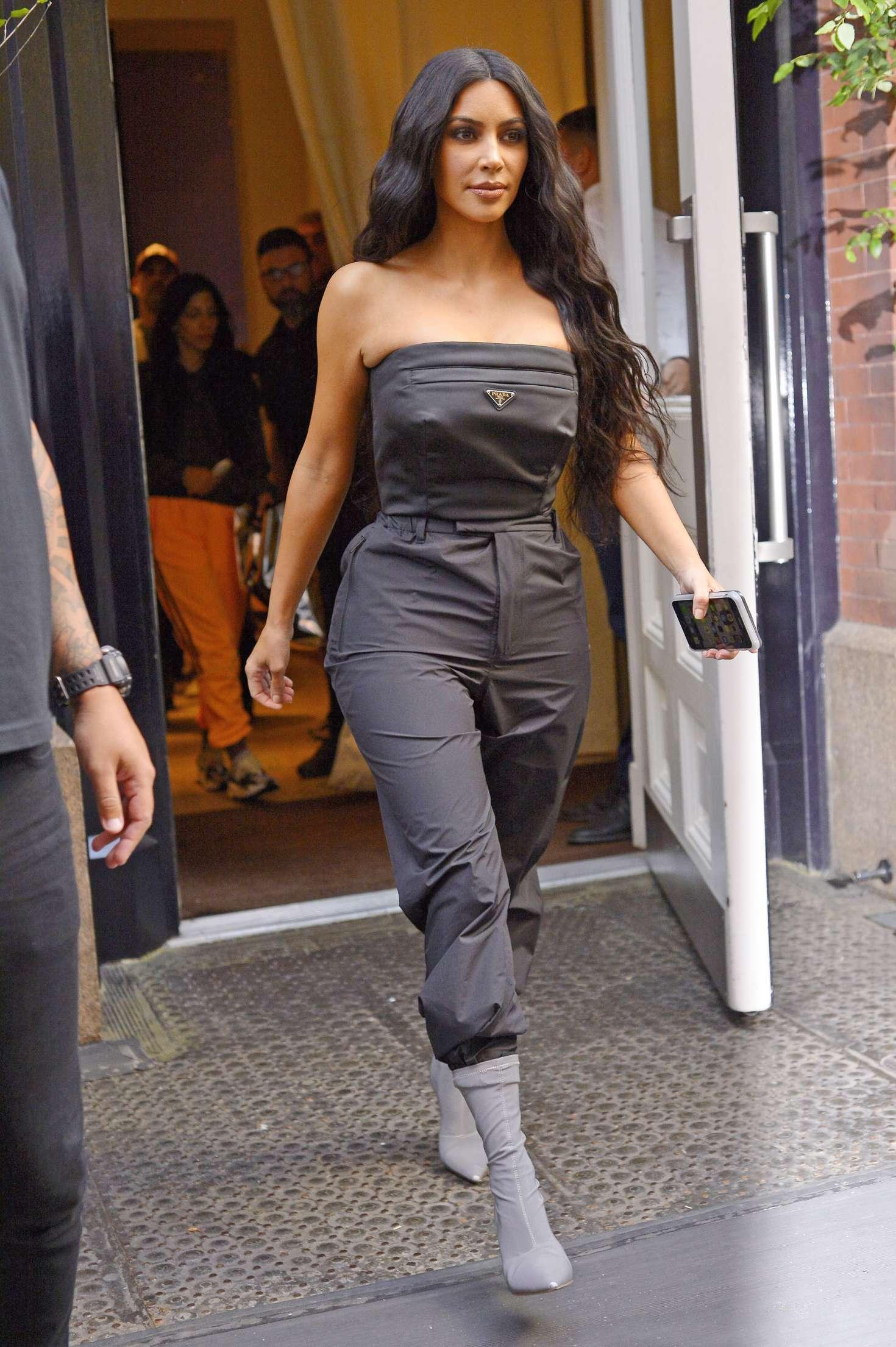 Kim Kardashian 2018 : Kim Kardashian: Leaving her hotel in New York City -05