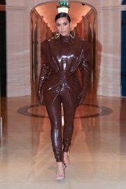 Kim Kardashian - Leaving her hotel in Paris