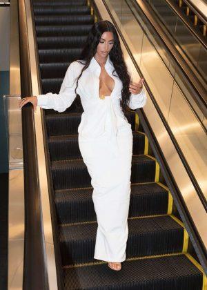 Kim Kardashian - Leaving Her Pop-up Store in LA