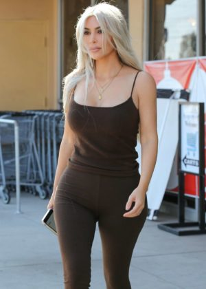 Kim Kardashian Leaving the Aldik Home Store in Van Nuys