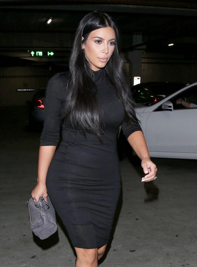 Kim Kardashian - Nate'n Al Delicatessen in Beverly Hills