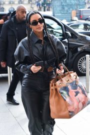 Kim Kardashian - Out and about in Paris