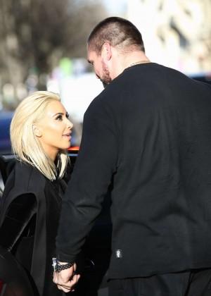 Kim Kardashian Debuts Blonde Hair -02
