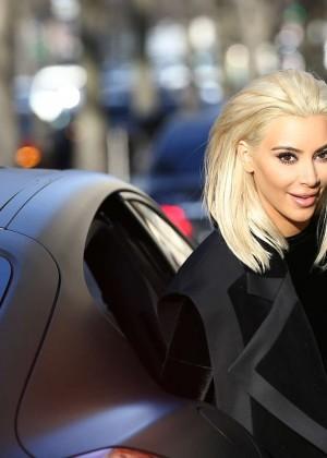 Kim Kardashian Debuts Blonde Hair -03