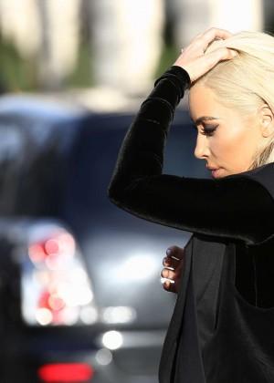 Kim Kardashian Debuts Blonde Hair -11