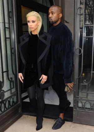 Kim Kardashian Debuts Blonde Hair -12