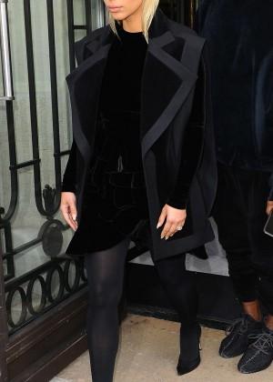 Kim Kardashian Debuts Blonde Hair -15