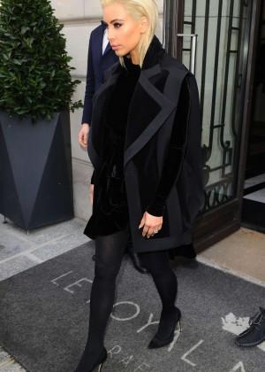 Kim Kardashian Debuts Blonde Hair -22