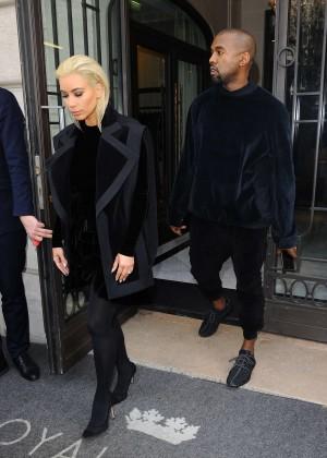 Kim Kardashian Debuts Blonde Hair -24