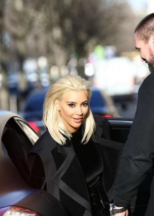 Kim Kardashian Debuts Blonde Hair -25
