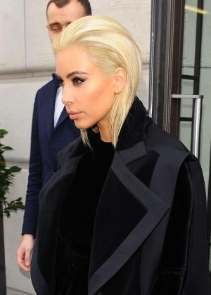 Kim Kardashian Debuts Blonde Hair -28