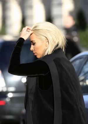 Kim Kardashian Debuts Blonde Hair -29