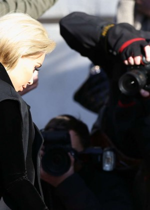 Kim Kardashian Debuts Blonde Hair -31