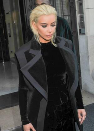 Kim Kardashian Debuts Blonde Hair -37