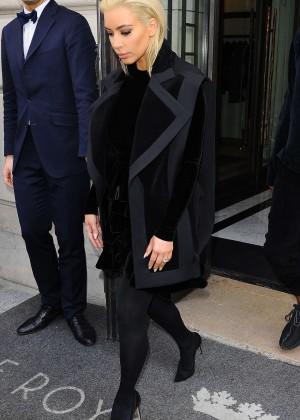Kim Kardashian Debuts Blonde Hair -40