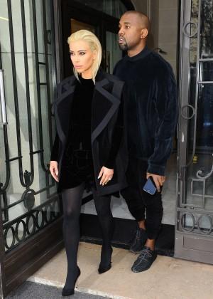 Kim Kardashian Debuts Blonde Hair -41