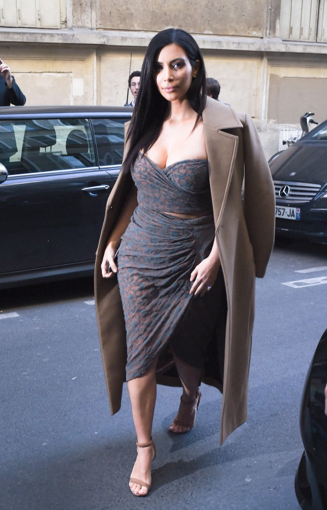 Kim Kardashian 2015 : Kim Kardashian in Tight Dress -01