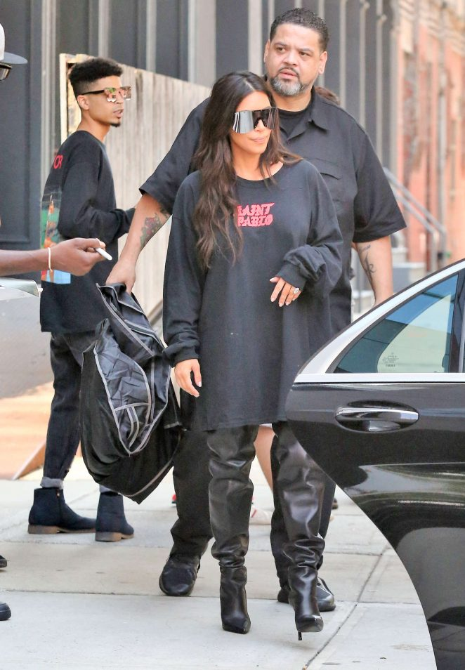 Kim Kardashian: Out for lunch in NYC -04