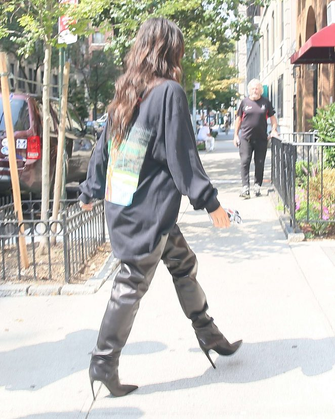 Kim Kardashian: Out for lunch in NYC -11