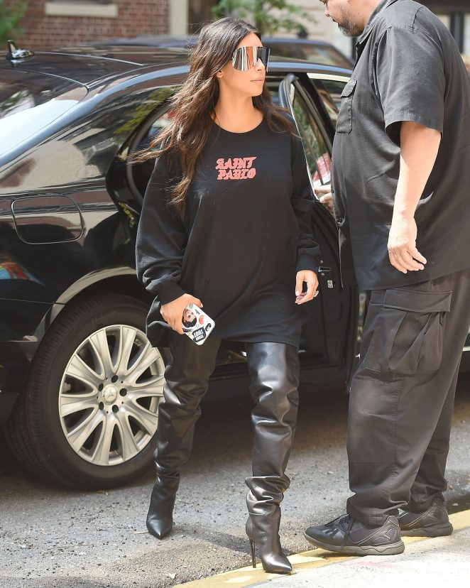 Kim Kardashian: Out for lunch in NYC -13
