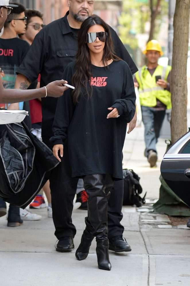 Kim Kardashian: Out for lunch in NYC -24