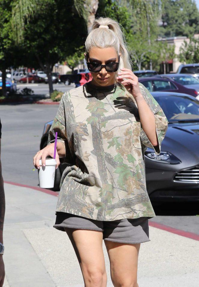 Kim Kardashian - Out in Calabasas